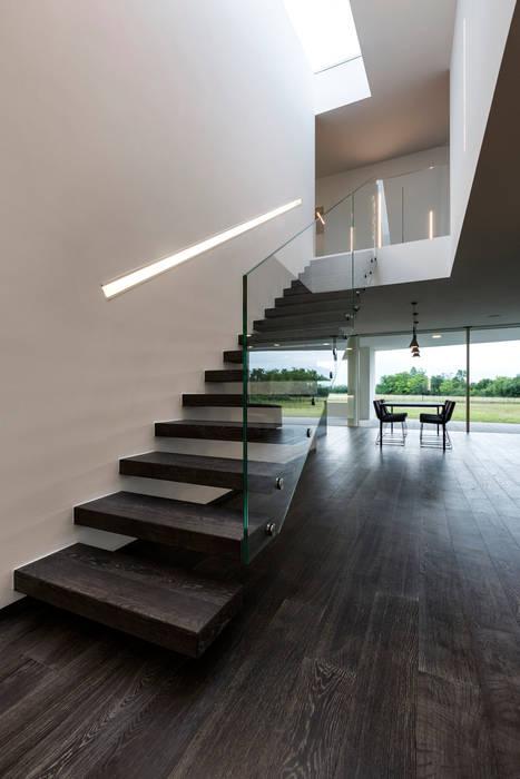 Casa LB: Ingresso & Corridoio in stile  di Elia Falaschi Photographer
