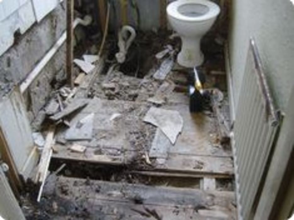 Construction of bathroom:  Bathroom by Nozipho Construction