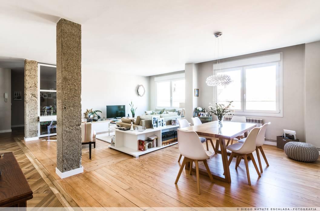 Reforma Integral en el II Ensanche de Pamplona Comedores de estilo moderno de TALLER VERTICAL Arquitectura + Interiorismo Moderno