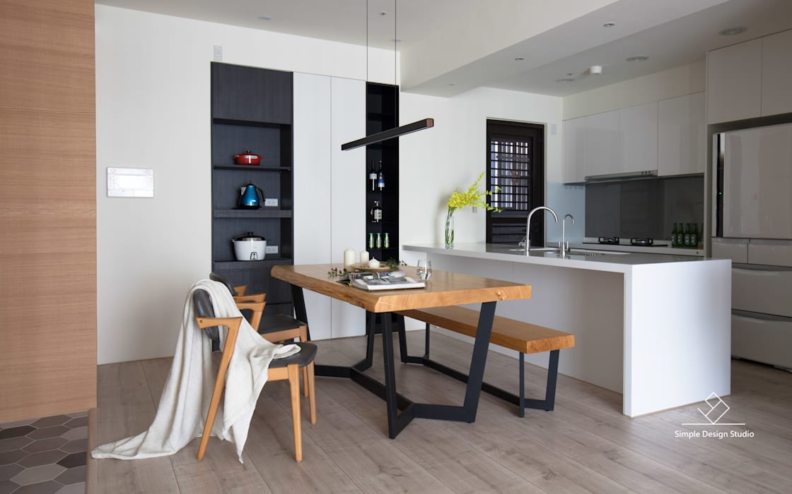 Столовая комната в скандинавском стиле от 極簡室內設計 Simple Design Studio Скандинавский