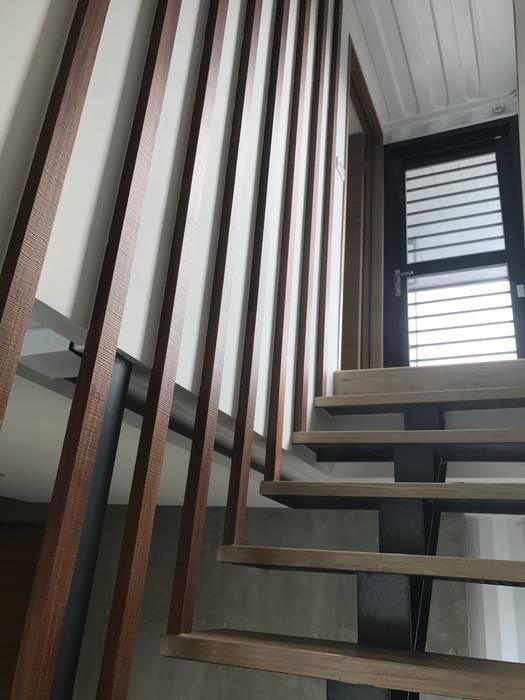 石方室內裝修有限公司 industrial style corridor, hallway & stairs