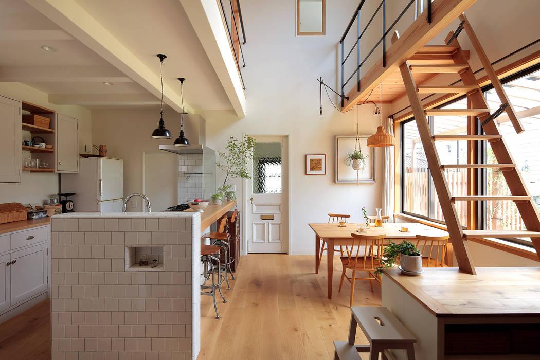 Phòng ăn phong cách Bắc Âu bởi こぢこぢ一級建築士事務所 Bắc Âu Gỗ Wood effect
