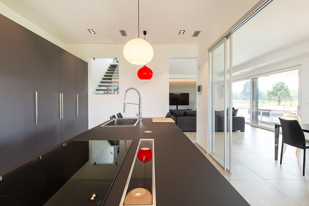 Moderna Villa in Bioedilizia by BIOHAUS: Cucina in stile  di Stefano Pedroni