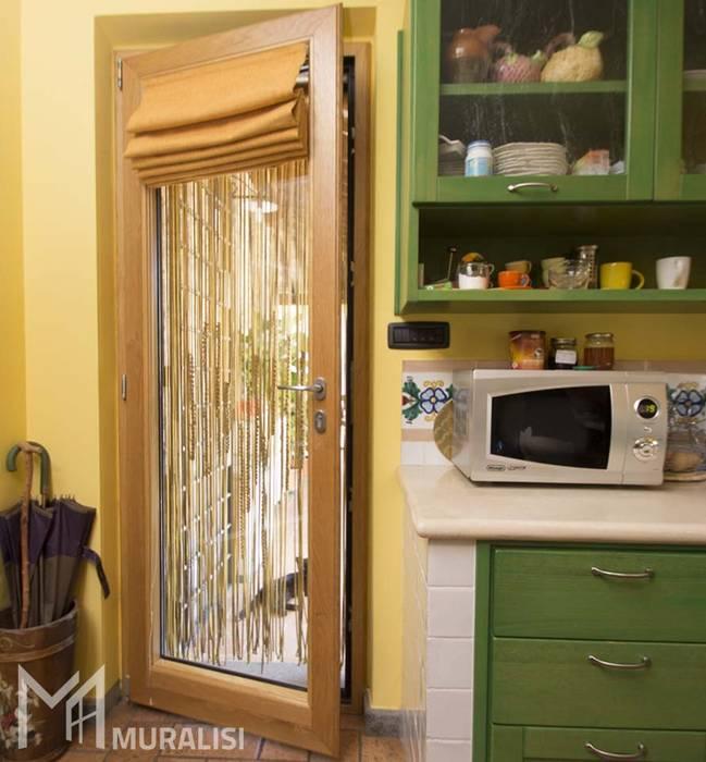 Porta finestra in legno alluminio di Muralisi, infissi dal 1987 Rurale Legno Effetto legno