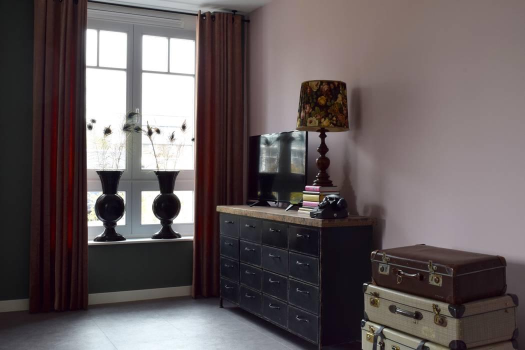 Tv-hoek Eclectische woonkamers van Atelier09 Eclectisch