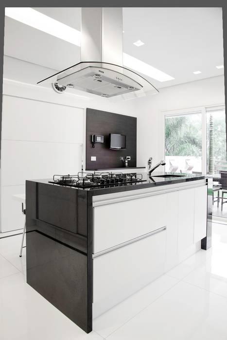 Cozinha - destaque para Ilha: Cozinhas  por MONICA SPADA DURANTE ARQUITETURA,Moderno