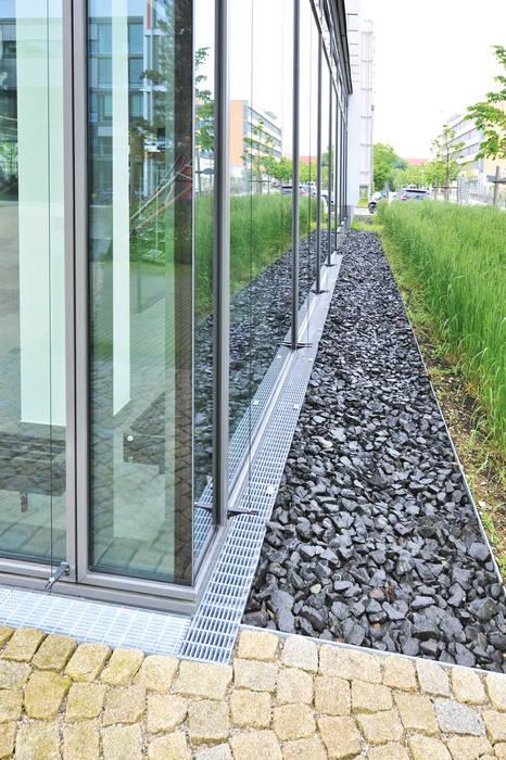 Entwässerungssystem Stabile:  Bürogebäude von Richard Brink