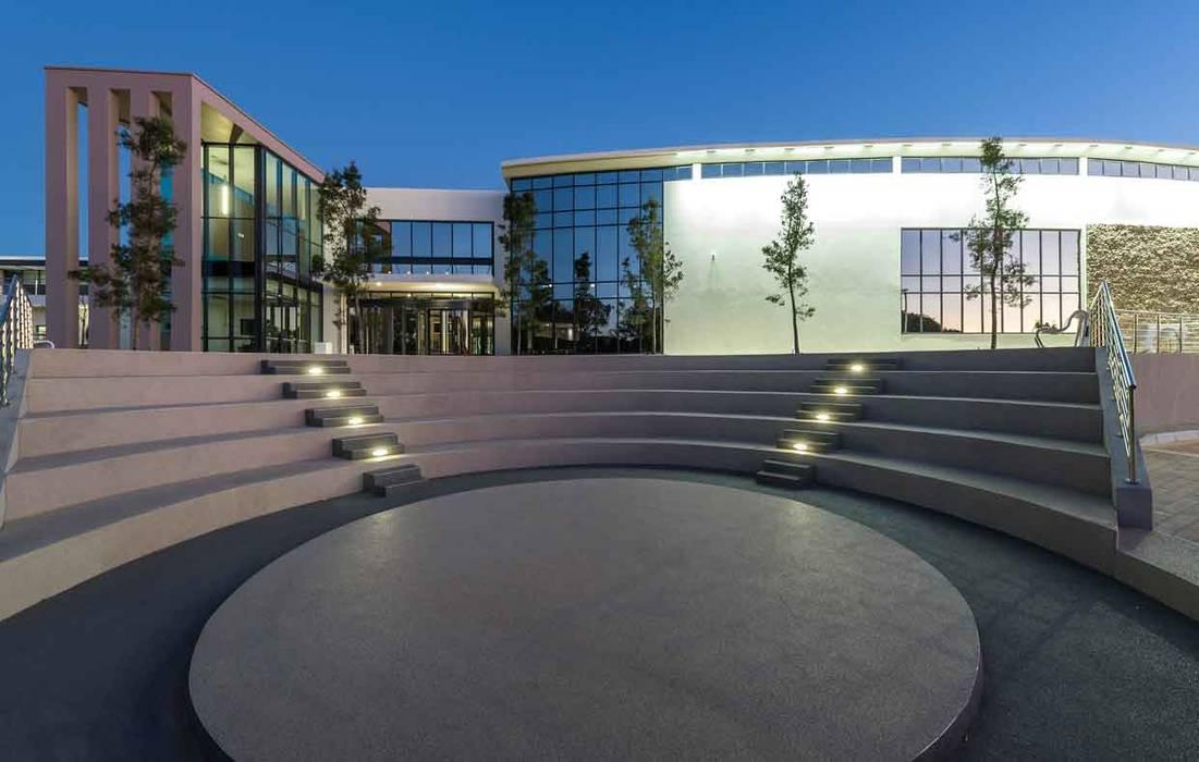 by Intsika Architects (Pty) Ltd Modern