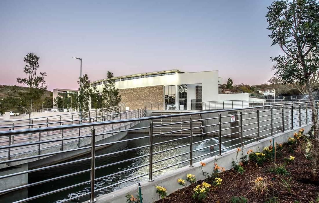 Museos de estilo moderno de Intsika Architects (Pty) Ltd Moderno