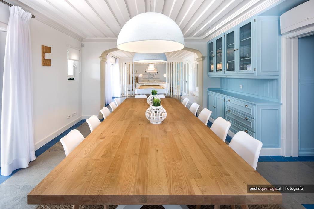 Excelência e bom gosto de mãos dadas! Casa mobilada com Velharias de Janas: Salas de jantar  por Pedro Queiroga | Fotógrafo
