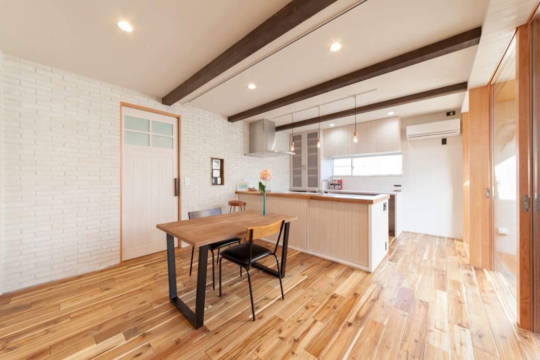 Phòng ăn by STaD(株式会社鈴木貴博建築設計事務所)