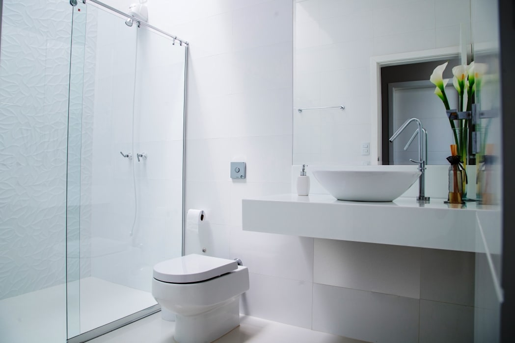 Minimalist style bathroom by Carla Monteiro Arquitetura e Interiores Minimalist