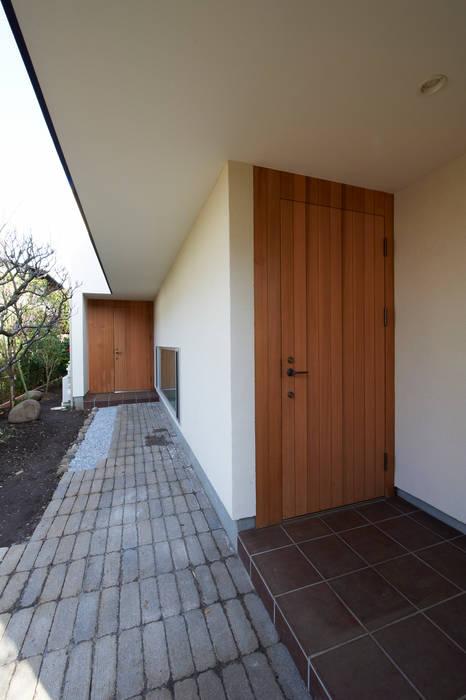 田園調布の家: アトリエモノゴト 一級建築士事務所が手掛けた二世帯住宅です。,モダン