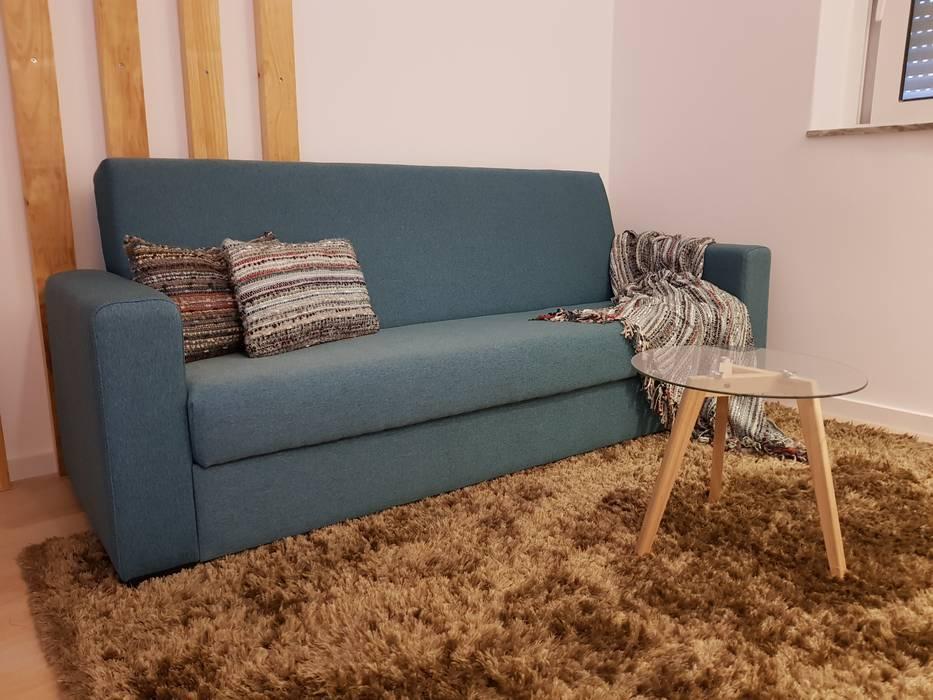 Sofá  cama: Sala de estar  por Alma Braguesa Furniture ,