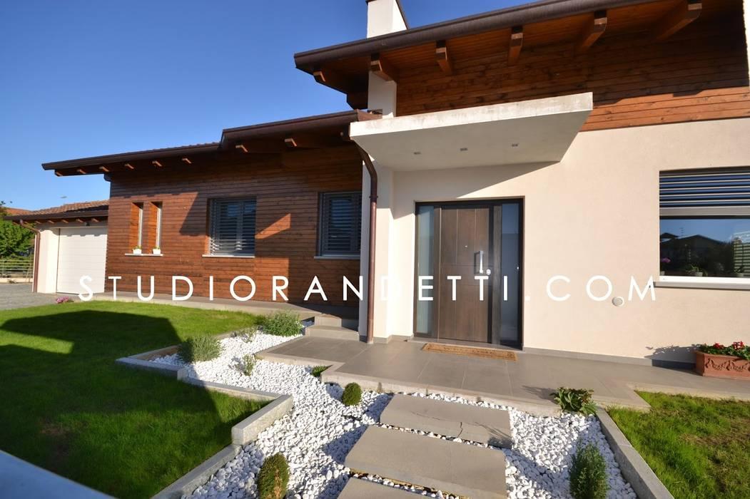 Villa Moderna e di Design by Studio Randetti: Case in stile in stile Moderno di STUDIO RANDETTI - PROGETTAZIONE E DESIGN