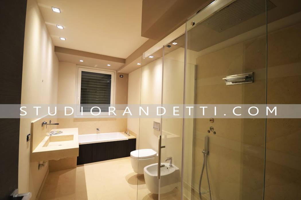 Villa Moderna e di Design by Studio Randetti: Bagno in stile in stile Moderno di STUDIO RANDETTI - PROGETTAZIONE E DESIGN