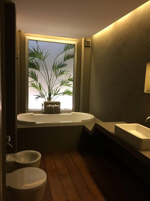 Ristrutturazione di un bagno in una casa privata, Roma: Bagno in stile  di USER WAS DELETED!, Minimalista
