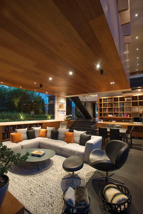 Casa Coco - Serrano Monjaraz Arquitectos: Salas de estilo  por Serrano Monjaraz Arquitectos, Moderno