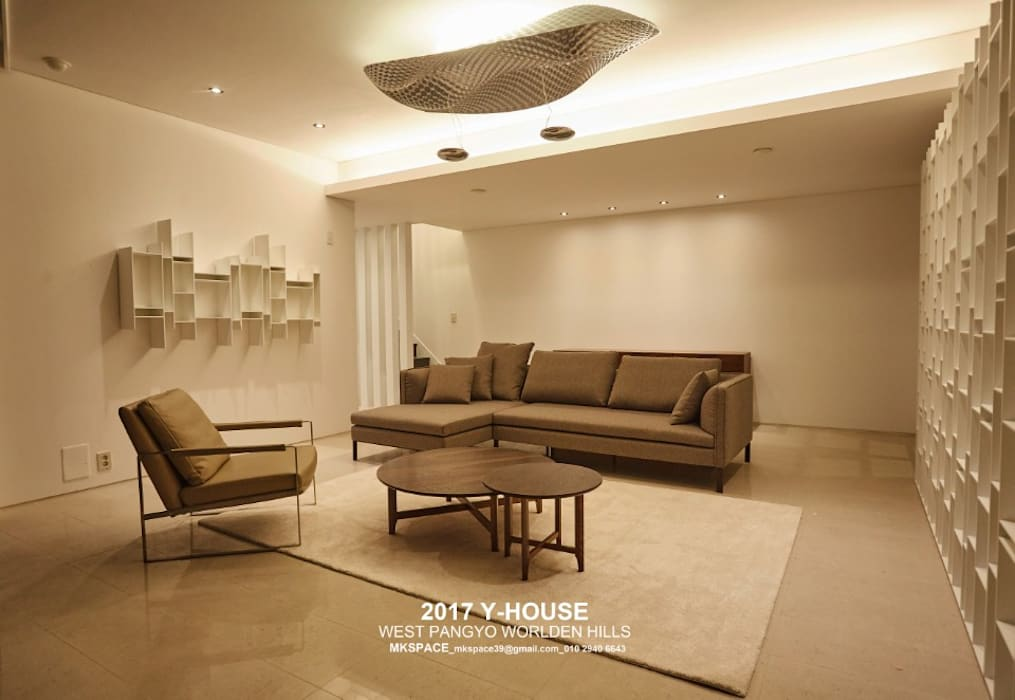 Modern Living Room by 건축일상 Modern