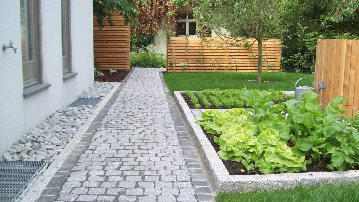 Jardines de estilo rústico de Garten-Landschaftsbau Hierreth-Felser GmbH Rústico