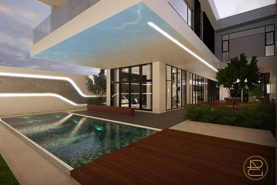 Sun House: Kolam renang halaman oleh Arci Design Studio,