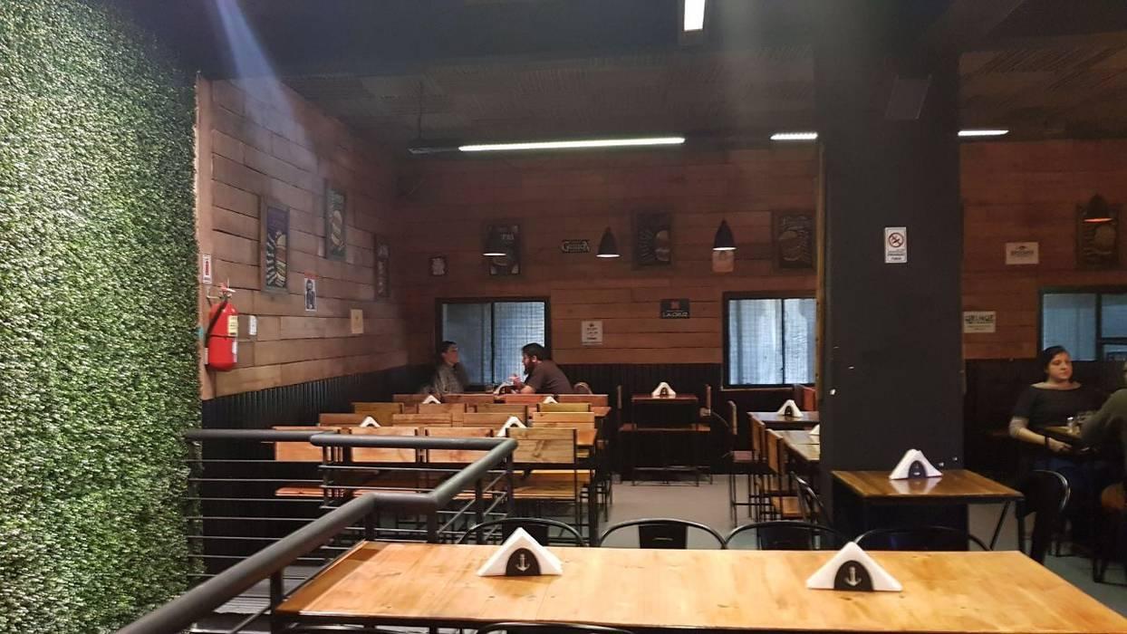 foto salon comedor primer piso Bares y clubs de estilo industrial de NB INTERIORES Industrial Madera Acabado en madera