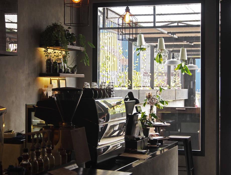 Area bar Spasi Architects Gastronomi Gaya Industrial Beton Grey