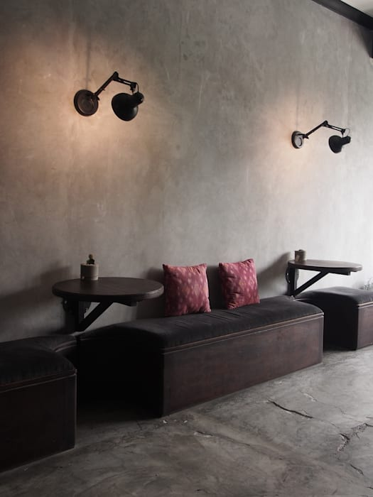 Leaning table:  Restoran by Spasi Architects