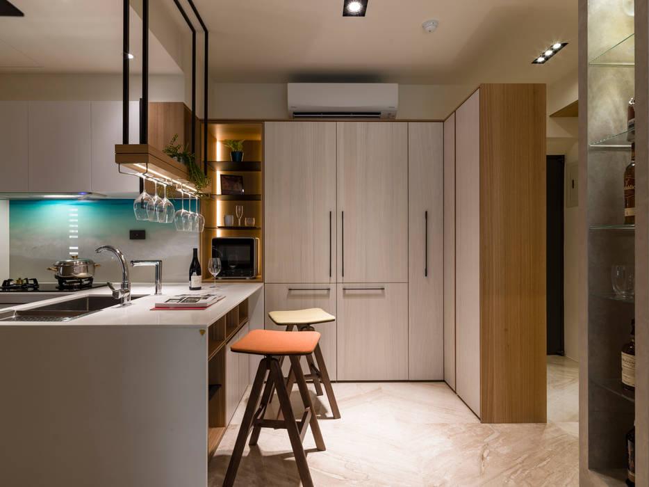 澄淨舒心:  廚房 by 楊允幀空間設計