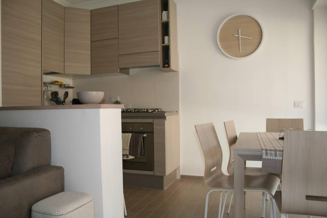 Soggiorno angolo cottura: cucina in stile in stile moderno di paris ...
