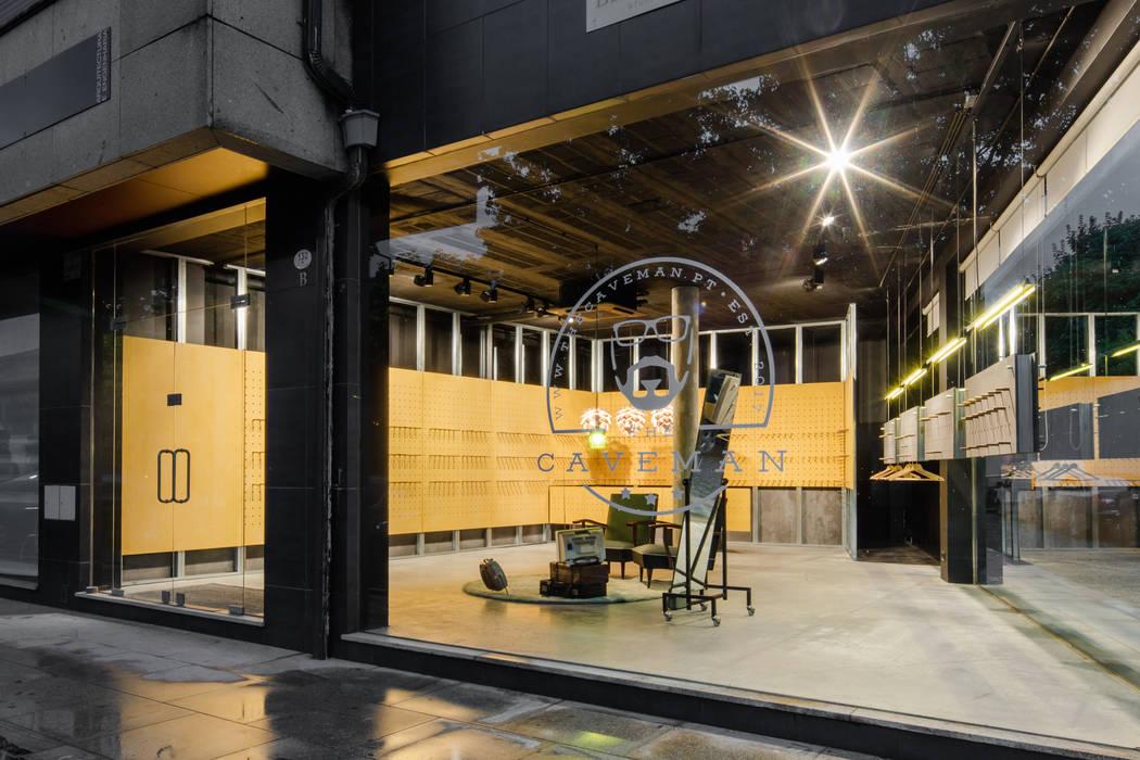 Kantor & toko oleh Tiago do Vale Arquitectos, Minimalis