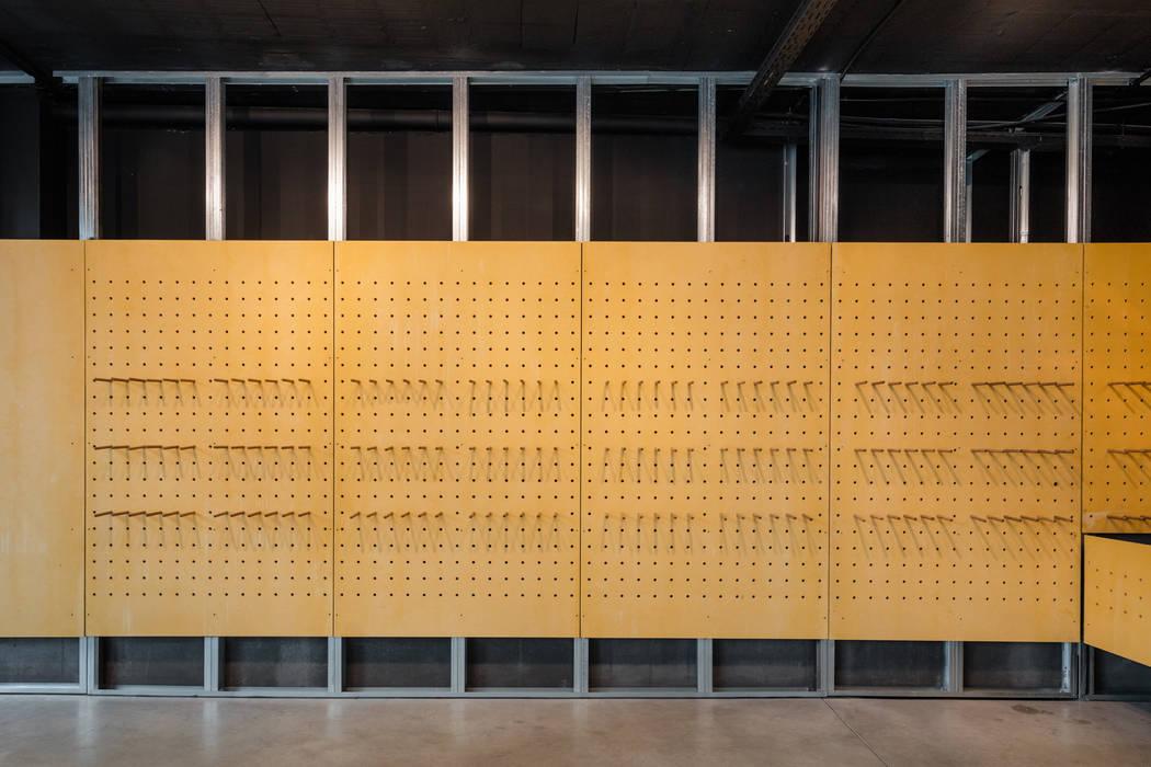โดย Tiago do Vale Arquitectos มินิมัล