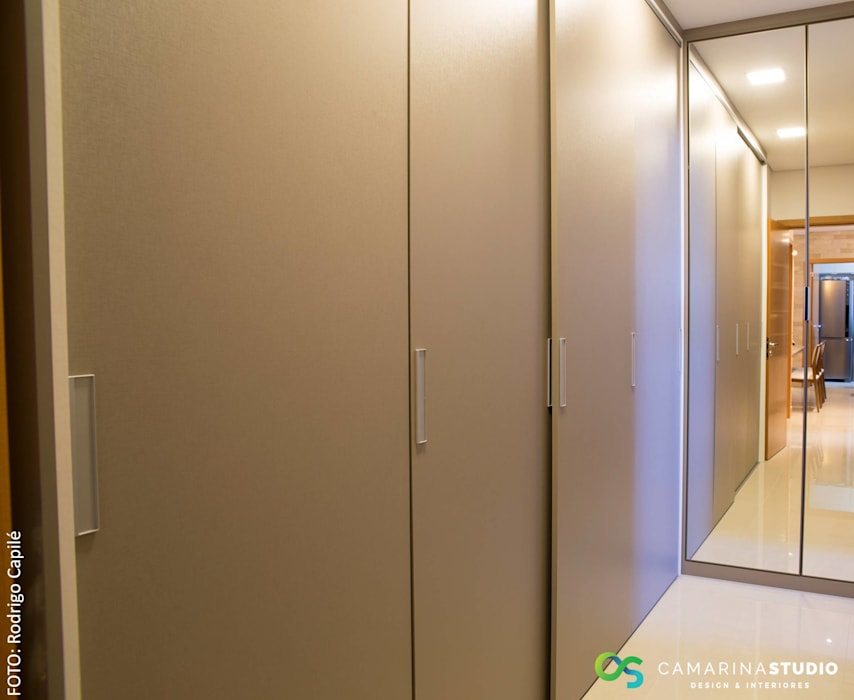 Rustic style dressing room by Camarina Studio Rustic