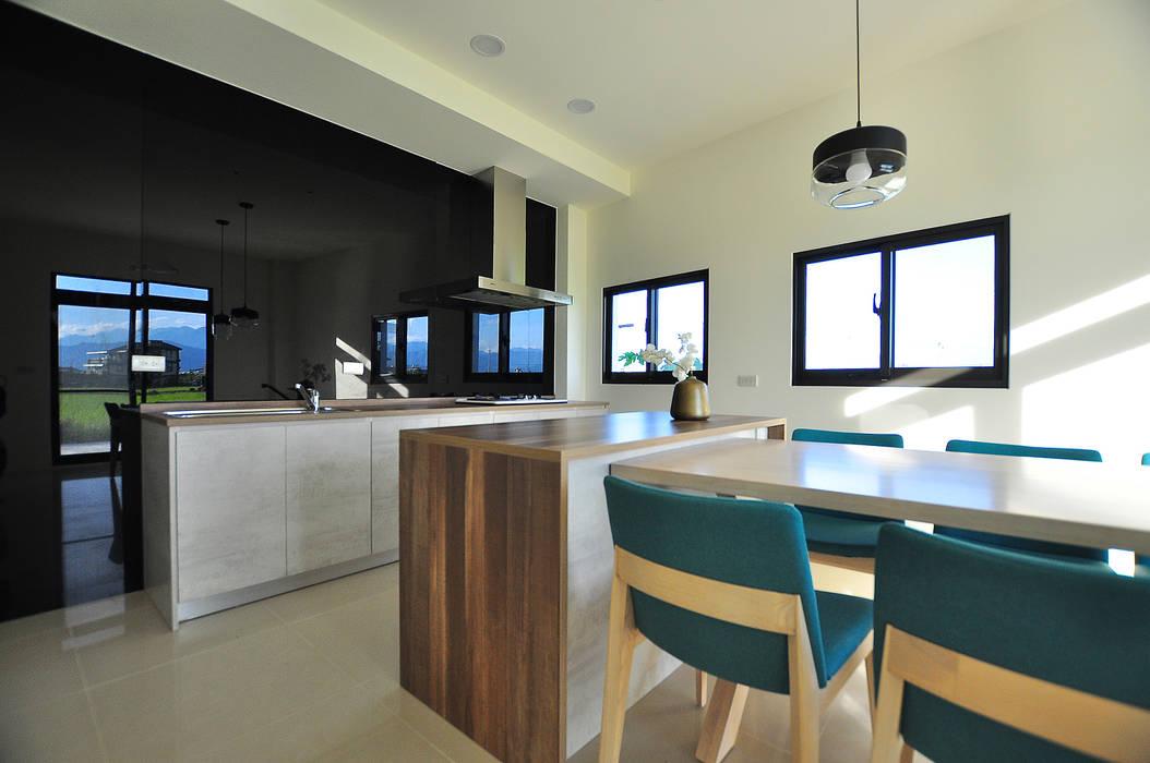 Dining room by 青川室內設計有限公司