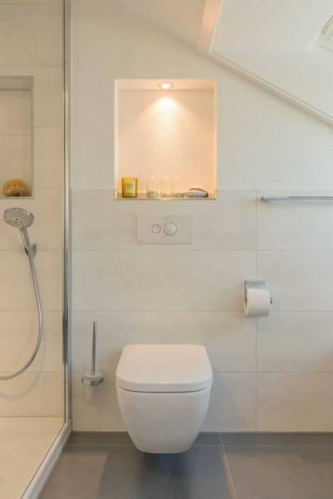 Dezenter wc-bereich moderne badezimmer von homify modern ...