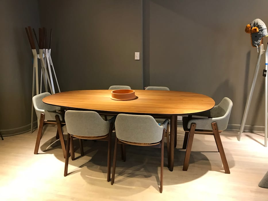 Minimalist dining room by homify Minimalist Solid Wood Multicolored