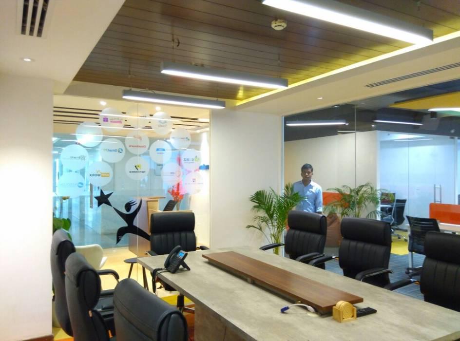Conference Room Ravi Prakash Architect Modern style study/office Engineered Wood Multicolored