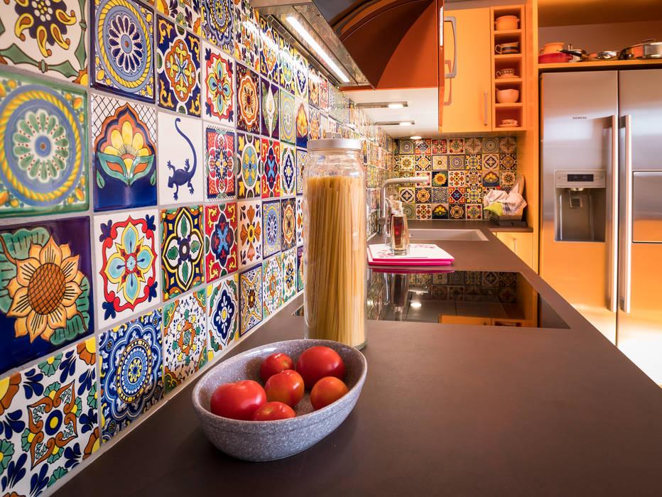 Bunter Fliesenspiegel Mit Designfliesen Aus Mexiko Von Mexambiente