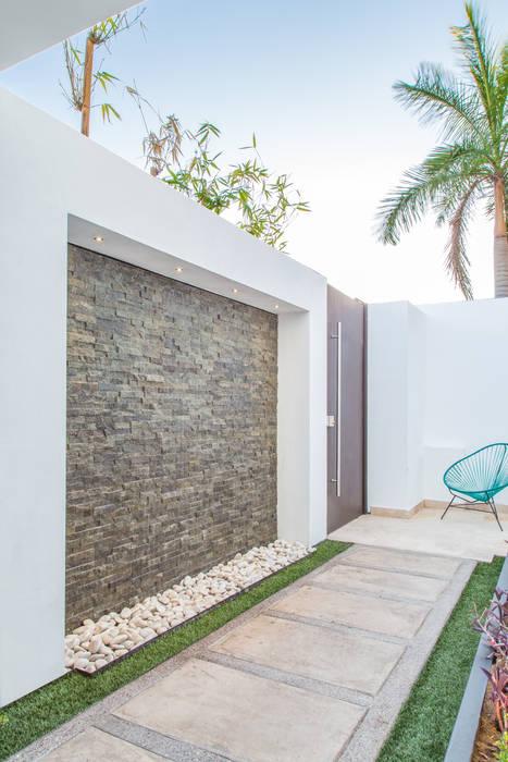 Área Exterior MAC: Terrazas de estilo  por S2 Arquitectos, Minimalista