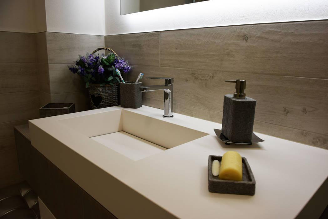 il bagno: Bagno in stile in stile Moderno di Studio Tecnico Progettisti Associati Ing. Marani Marco & Arch. Dei Claudia