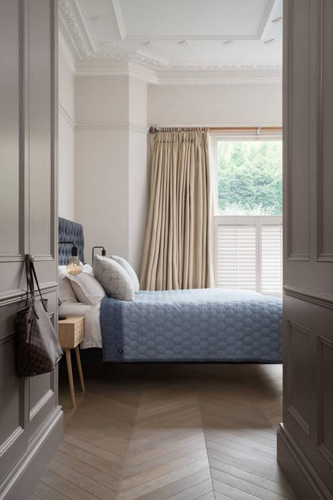 Swedish Elegance - Residential redecoration Cuartos de estilo moderno de SWM Interiors & Sourcing Ltd Moderno