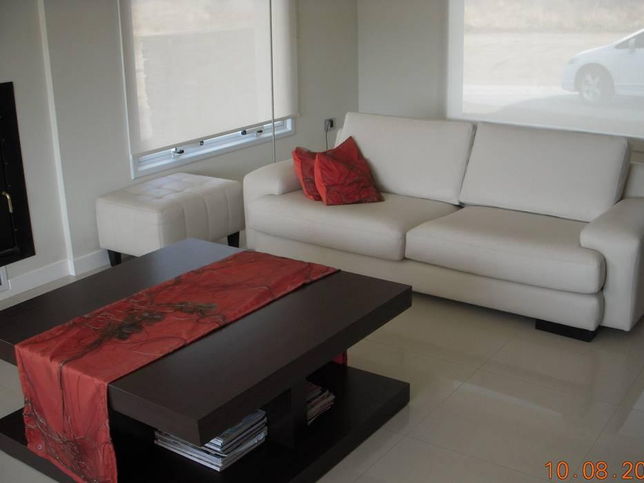 Salas de estar minimalistas por MOBILFE Minimalista
