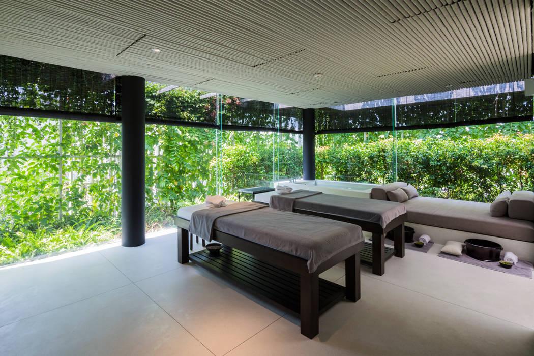 Naman Retreat Pure Spa Moderne Ladenflächen von MIA Design Studio Modern