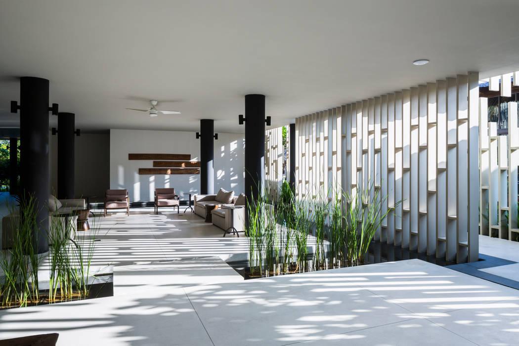 Naman Retreat Pure Spa:  Khu Thương mại by MIA Design Studio, Hiện đại