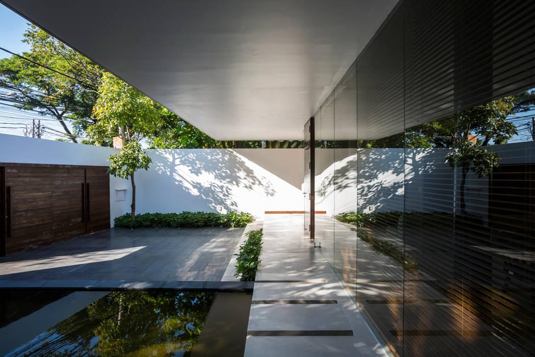 Nhà hộc kéo - Drawers House:  Khách sạn by MIA Design Studio, Hiện đại
