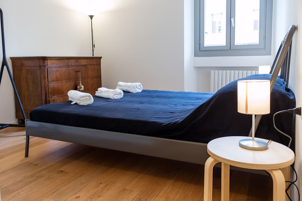 Laura Galli Architetto Modern style bedroom
