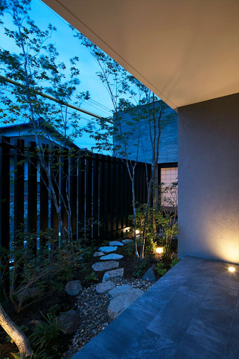 Modern Garden by 吉川弥志設計工房 Modern