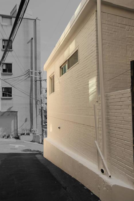종로구 단독주택 리모델링 모던스타일 주택 by atelierBASEMENT 모던
