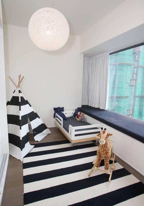 Mid-Levels West:  Nursery/kid's room by B Squared Design Ltd., Modern