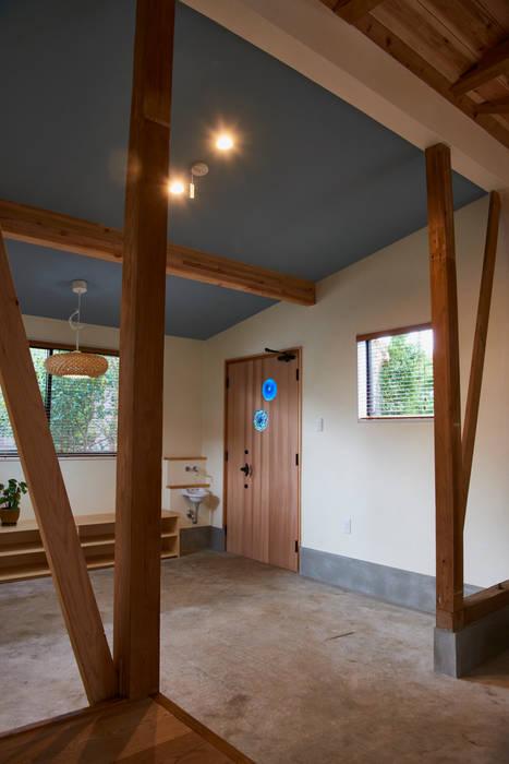 Pasillos, halls y escaleras rústicos de tai_tai STUDIO Rústico Concreto